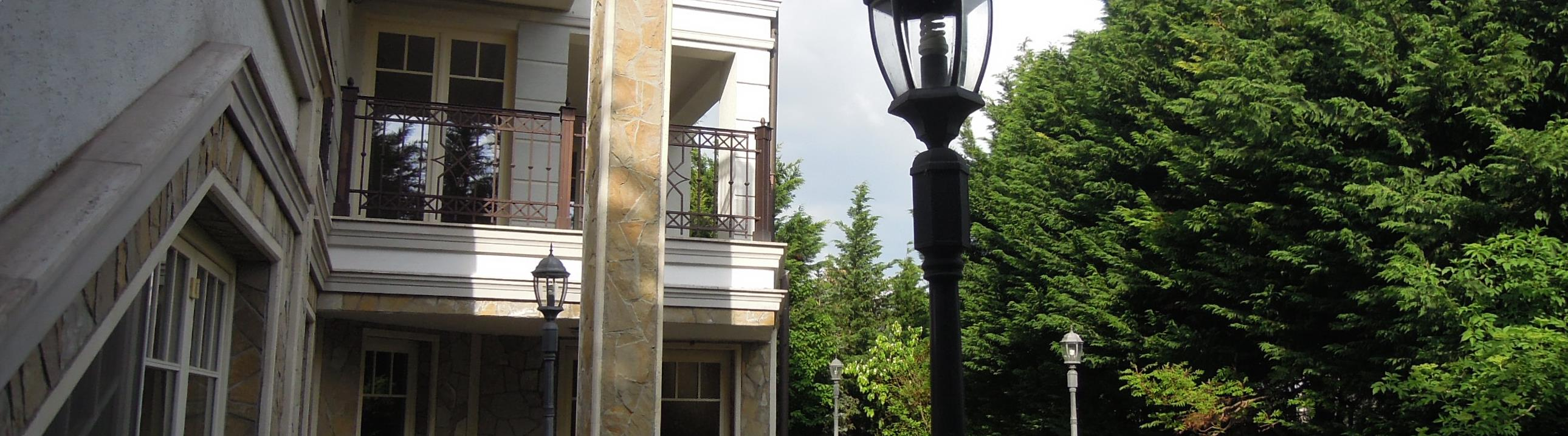 villa for sale with 7 rooms, swimming pool, service flat, lift-Budapest II district